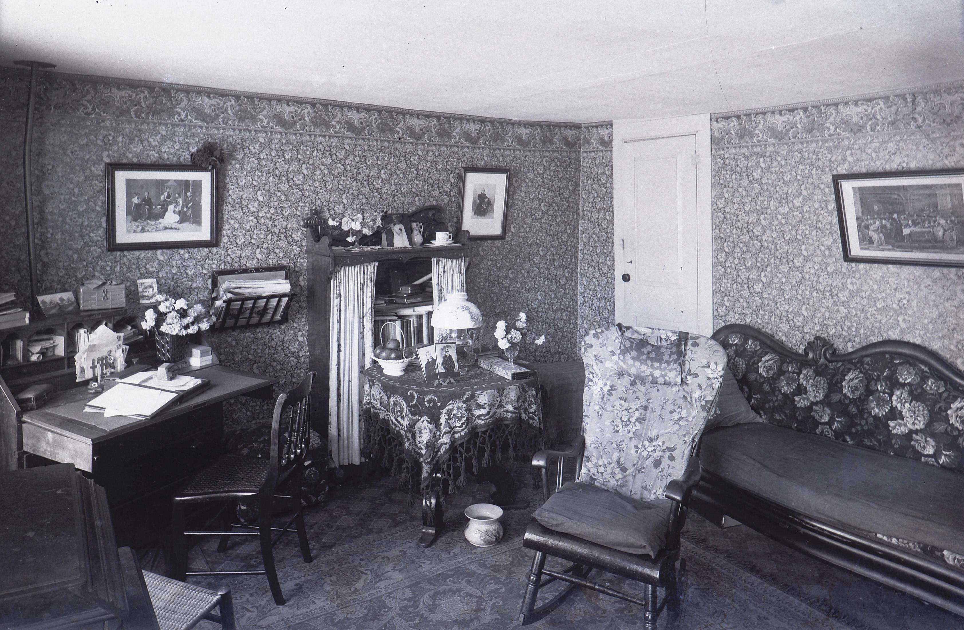 5 Victorian Parlor Cuspidor